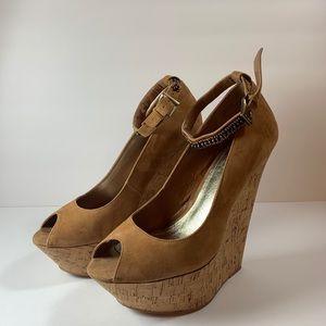 Wild Pair platform wedge shoe Carmel sz 8.5 strap